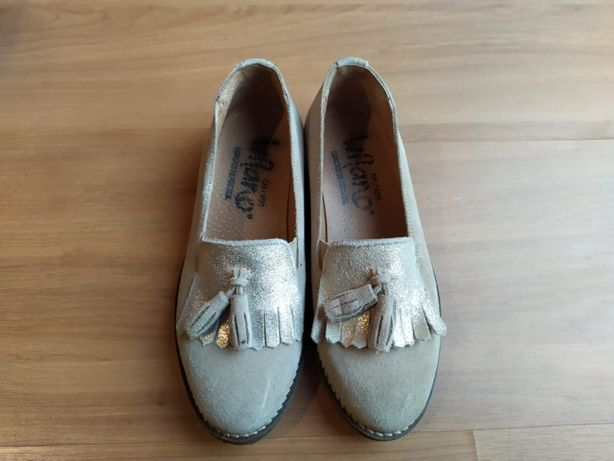 Sapatos de menina Bege, com apontamento em dourado