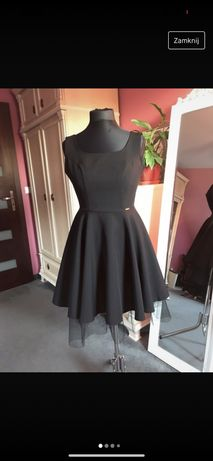 Czarna sukienka balowa studniówka na ramiączkach z tiulową podszewką