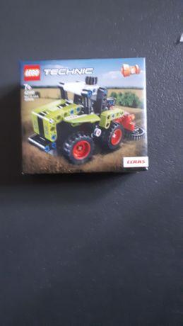 Lego traktor z naklejkami