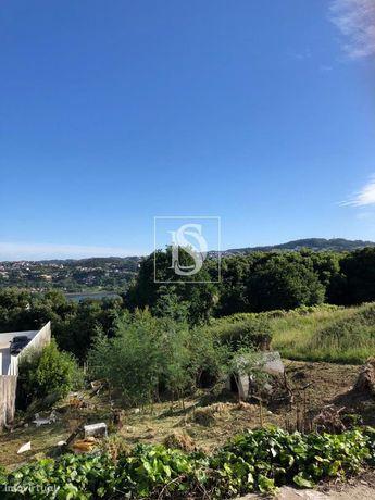 Terreno com vistas para o Rio Douro