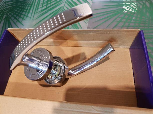 Klamka do drzwi  w kolorze srebrnym o wysokim połysku