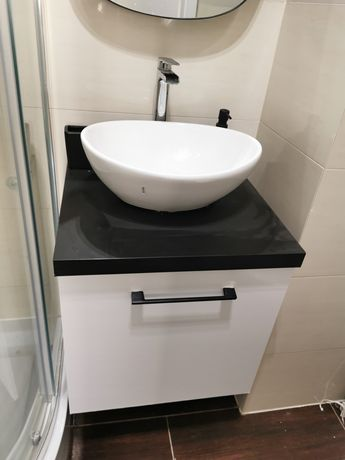 Umywalka, szafka i bateria - komplet łazienkowy