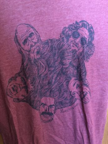 T-shirt com pouco uso da tipografia