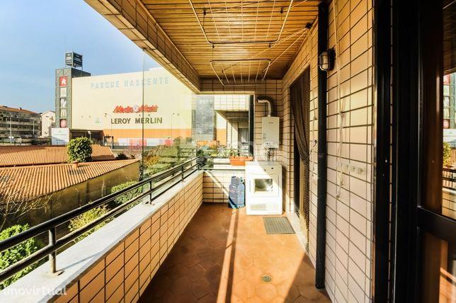 Apartamento T1+1 com varanda para arrendar, ao Parque Nascente