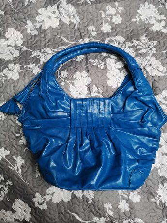 Duża, nowa torebka  w modnym kolorze