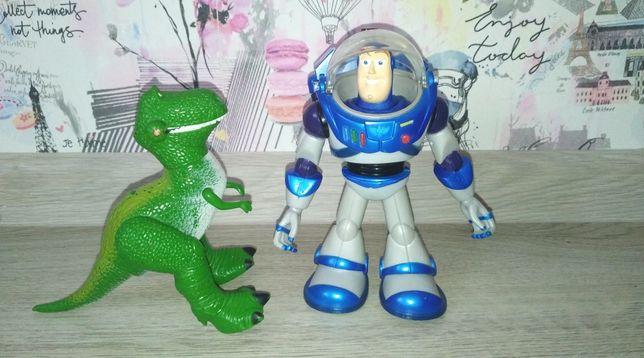 Базз Лайтер и динозавр История Игрушек Disney