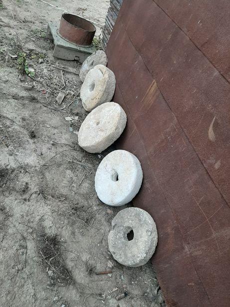 Каміння з жорнів