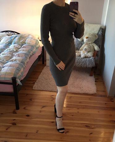 Dopasowana sukienka w prążki