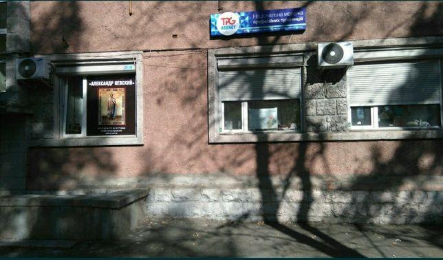 Проспект Победы 30. Фасад. Метро КПИ 2мин. Нежилой фонд.84 м. Сталинка