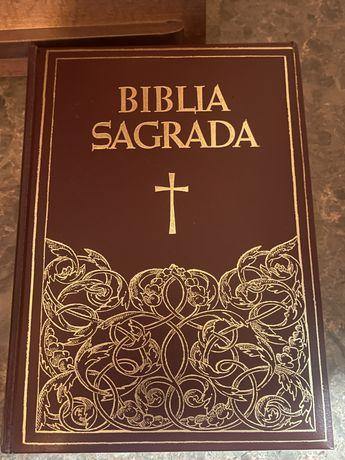 Bíblia Sagrada - com Luxuosa Apresentação.