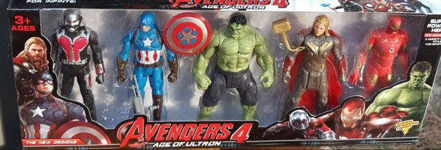 Avengers. Figurki świecące.