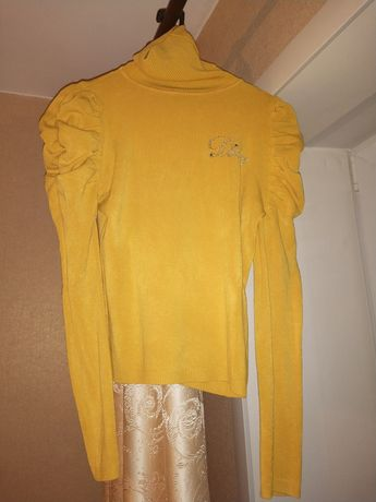 Женский жёлтый свитер