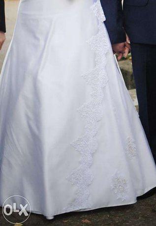 Suknia ślubna halka koło bolerko welon