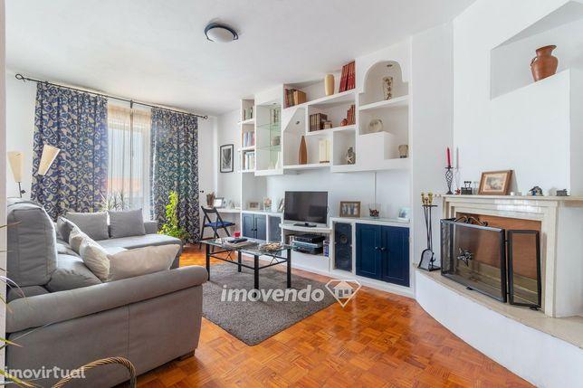 Apartamento T3, com áreas generosas, em Alfragide