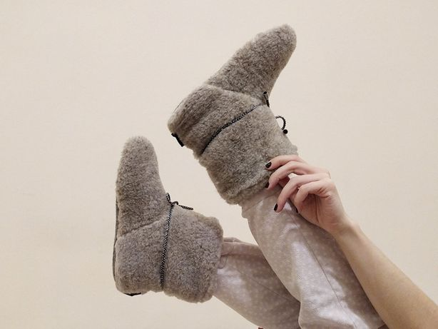 Чуни домашняя мягкая обувь. Овечья шерсть комфортно согреет Ваши ножки