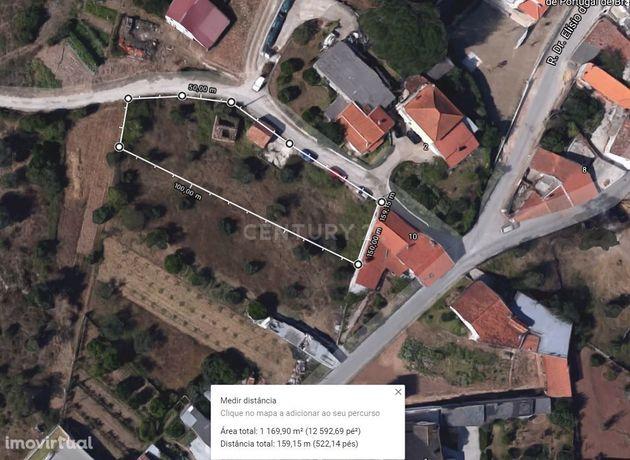 Terreno com possibilidade de construção de 2 moradias