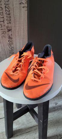 Buty sportowe halówki Nike