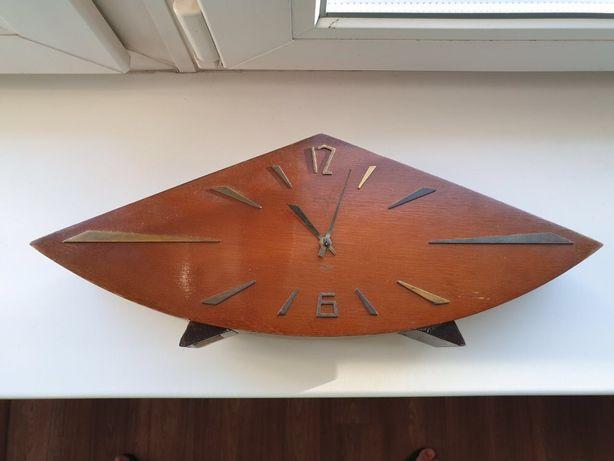 Часы «Весна» деревянные механические. настольные, каминные. СССР 1960е