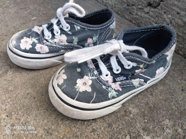 Взуття,кеди,конверси