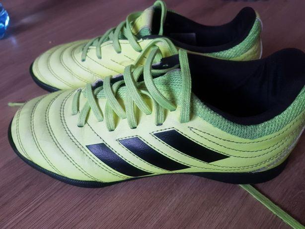 Turfy adidas rozm. 34