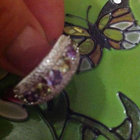 продам новое кольцо с натуральными самоцветами 17 размера