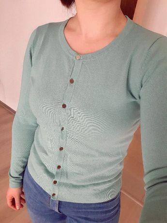 Miętowy sweterek.