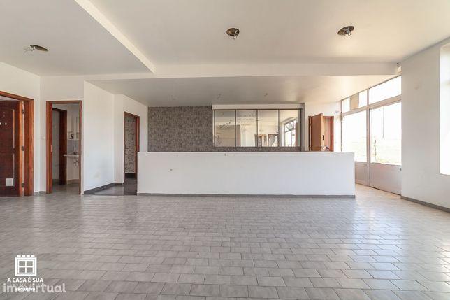 Loja com 85 m2 em São João de Ovar