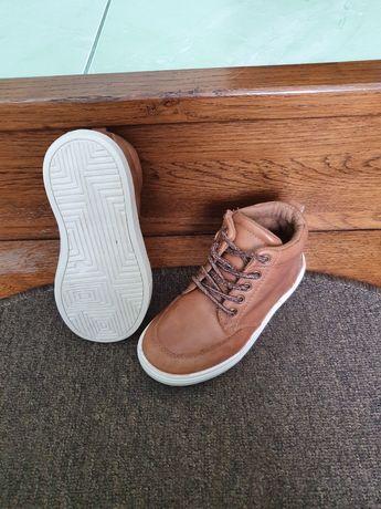 Ботинки осінні туфлі