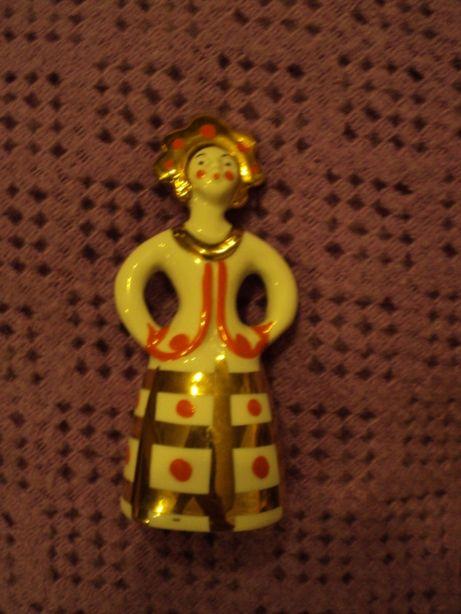 Figurka kobiety w złocie