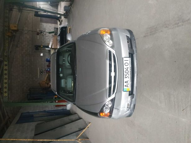 Автомобіль Chevrolet Evanda