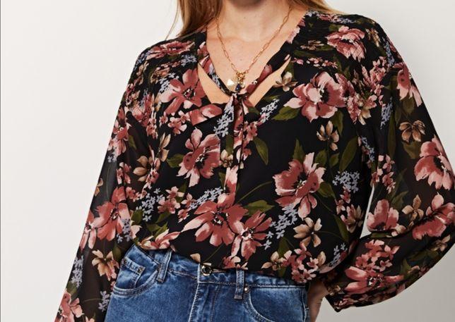 Blusa com padrões em flor