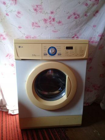 Продам стиральную машину LG.