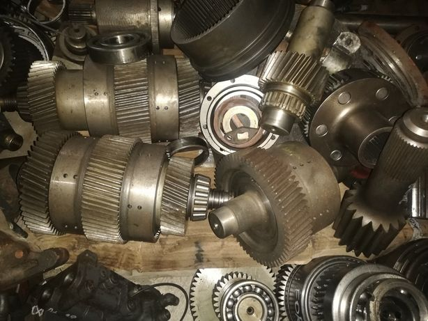 Części skrzyni biegów wałki,kosze,koła zębate Massey Ferguson 9240