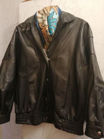 Продам женскую натуральную кожаную куртку-бомбер