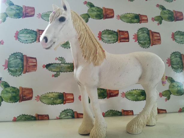 Koń schleich klacz shire