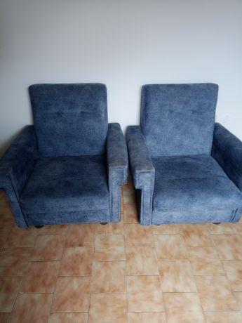 Dois sofás individuais usados