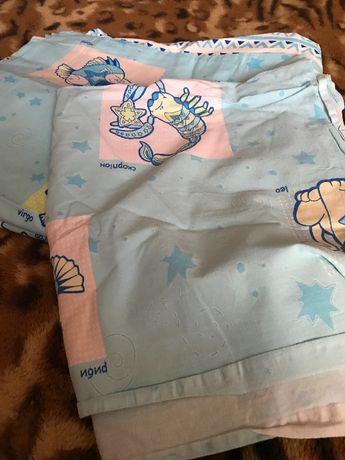 Комплект постельного белья в детскую кроватку.