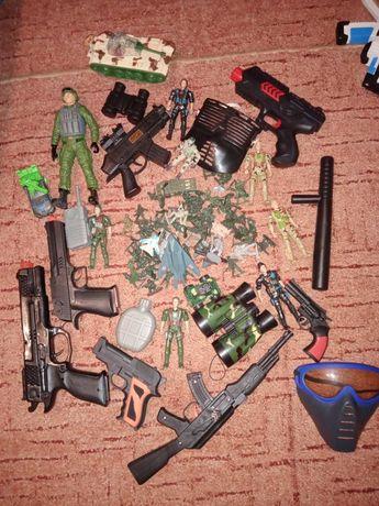 Военный набор солдатики пистолеты оружие автоматы арсенал