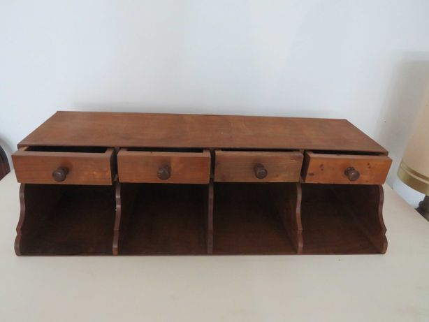 Vendo compartimento para escrivaninha, ideal para colecionadores