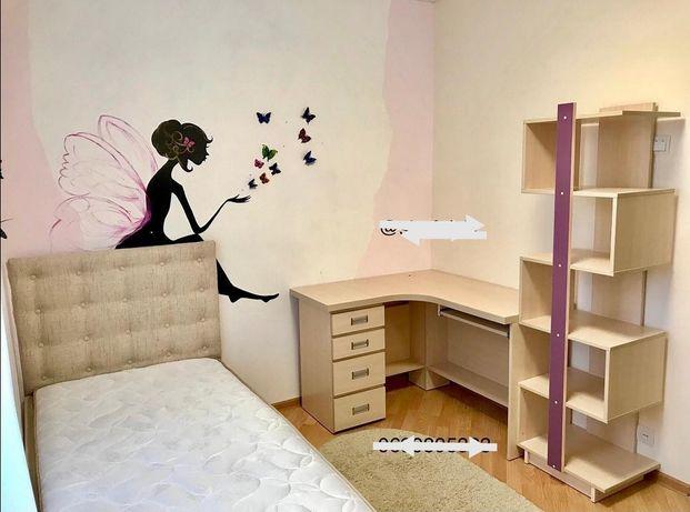 Спальня дитяча ліжко шафа стіл