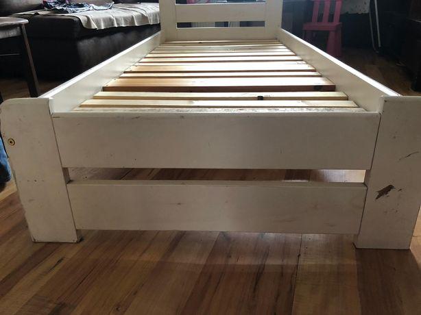 Łóżko drewnoane ikea z materacem stan jak na foto