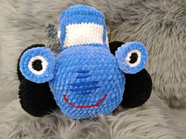 Синий трактор вязанный