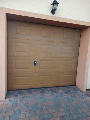 Brama garażowa segmentowa.