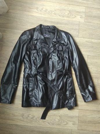 Осіння шкіряна куртка L. Осенняя кожаная куртка L