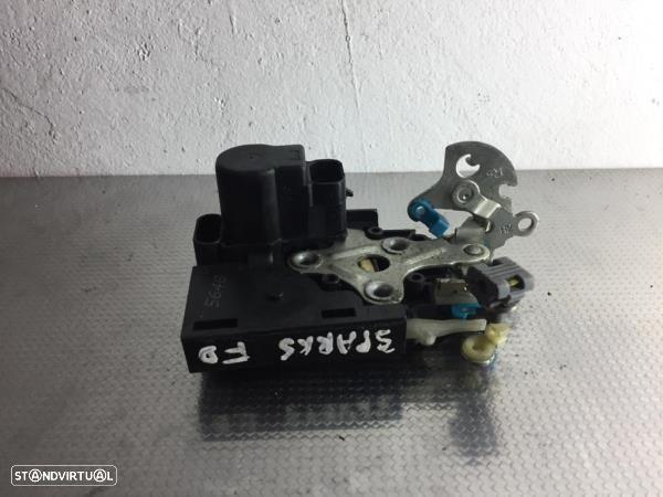 Fecho Da Porta Frente Dto Chevrolet Spark (M300)