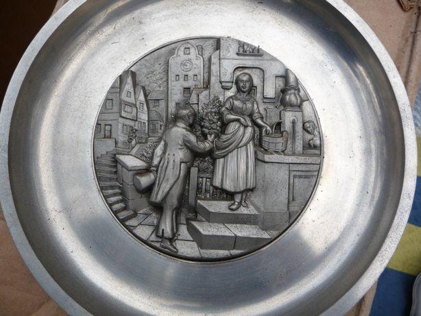 "Тарелка ""Джентльмен с букетом"", олово, Германия"