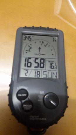 Bússola Eletrónica; Relógio; Despertador; Calendário; Termómetro