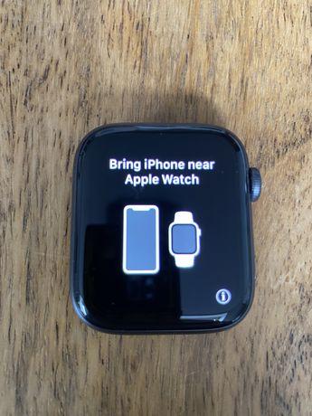 Apple Watch Series 4 44 mm GPS + LTE + (eSIM) cellular krótko używany