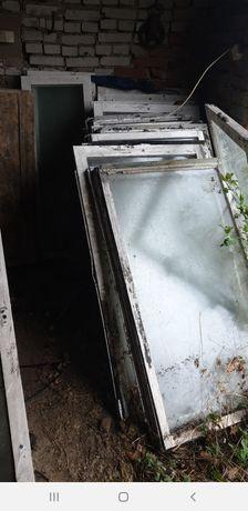 Stare okna skrzyniowe na szklarnie