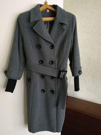 Пальто женское 48 р